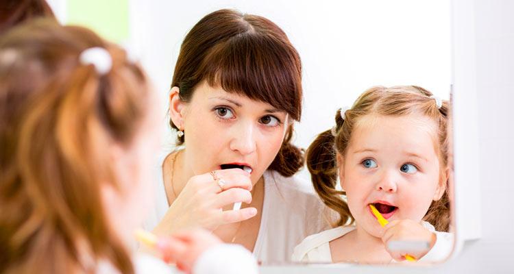 richtige Zahnpflege der Kinderzähne