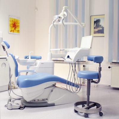 Liegestuhl im Behandlungsraum